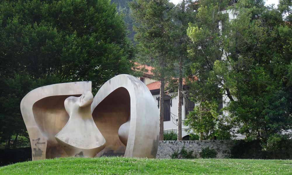 Gernika, Henri Moore 'Gran figura en un refugio'